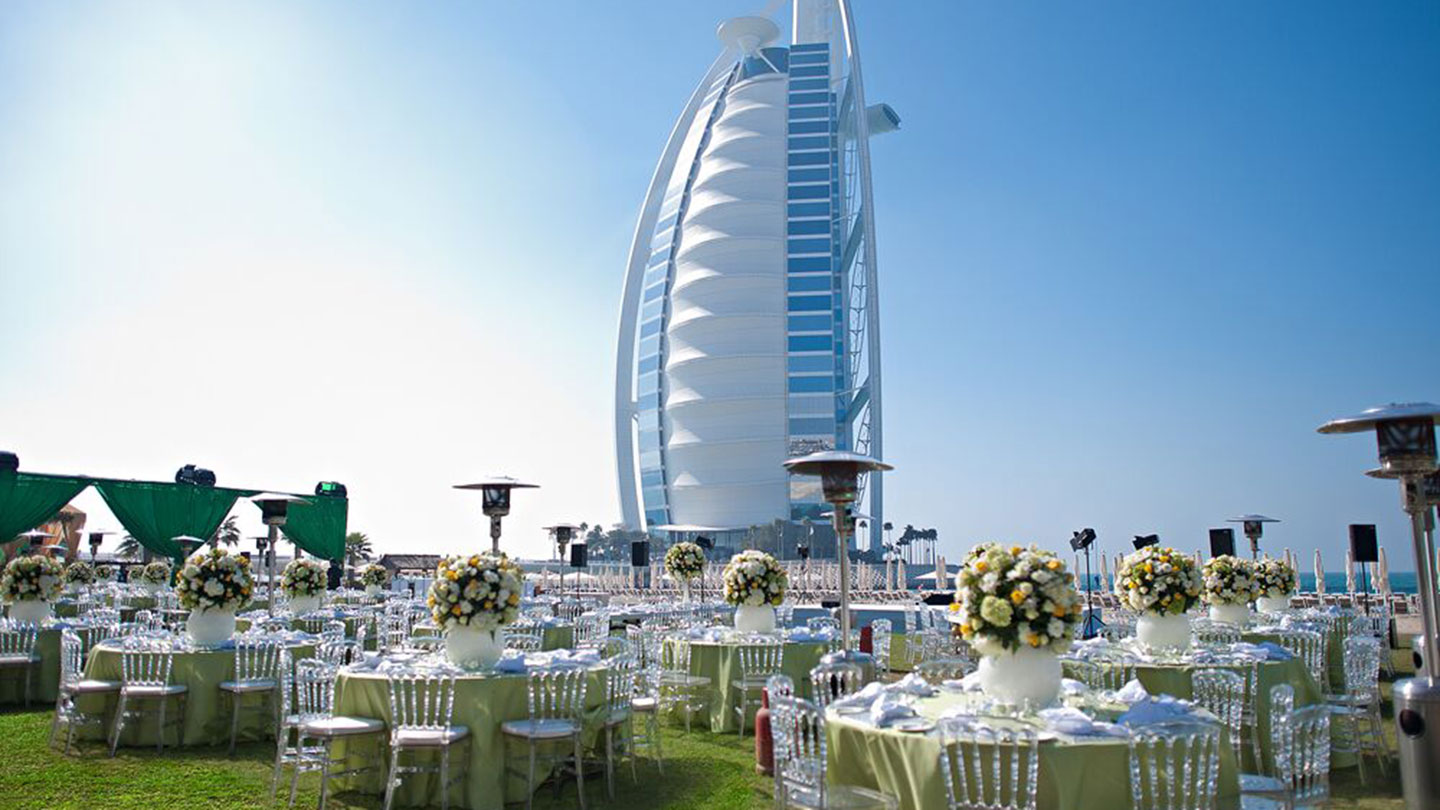 https://cdn.jumeirah.com/-/mediadh/DH/Hospitality/Jumeirah/Article/Stories/Wanderlust/Four-best-destination-weddings/High_resolution_300dpi-Jumeirah-Beach-Hotel-Wedding-at-the-Events-Arena_16-9.jpg?h=810&w=1440&hash=680774CD7B2BFB8C6D6DF831FEC09921