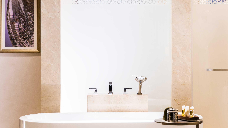 16-9_Jumeirah-Royal-Saray---Bathroom