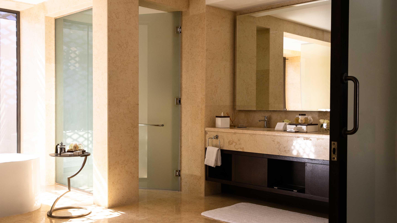 16-9 Jumeirah Royal Saray Royal Residence 29 bathroom side view