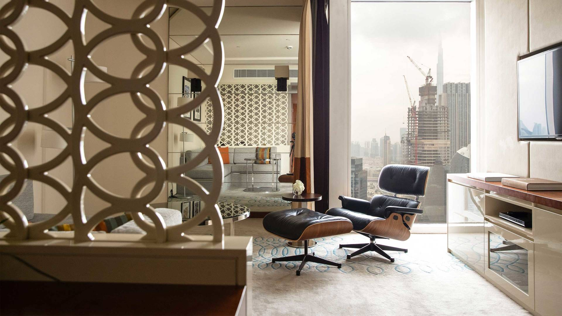 16-9 Jumeirah-Emirates-Towers---Club-Junior-Suite-Living-Room