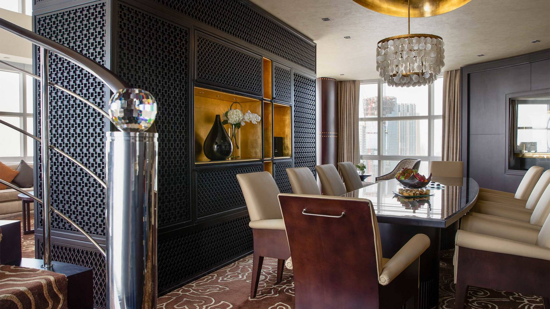 16-9_Jumeirah-Emirates-Towers---Royal-Suite---Dining-Room