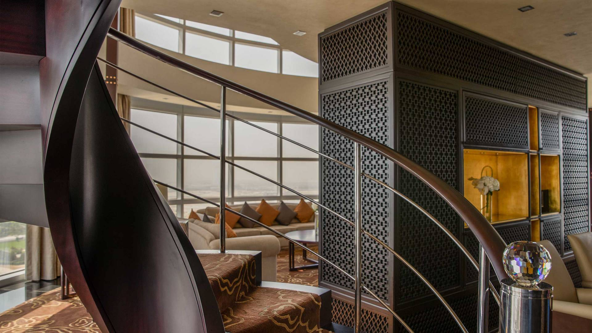 16-9_Jumeirah-Emirates-Towers---Royal-Suite---Spiral-Staircase