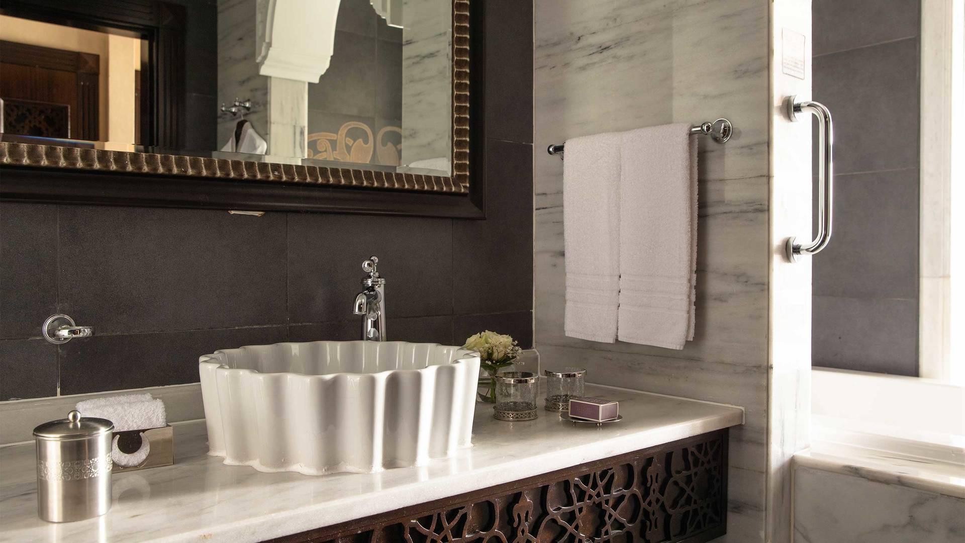16-9 Room Jumeirah Zabeel Saray Suite Bathroom Sink