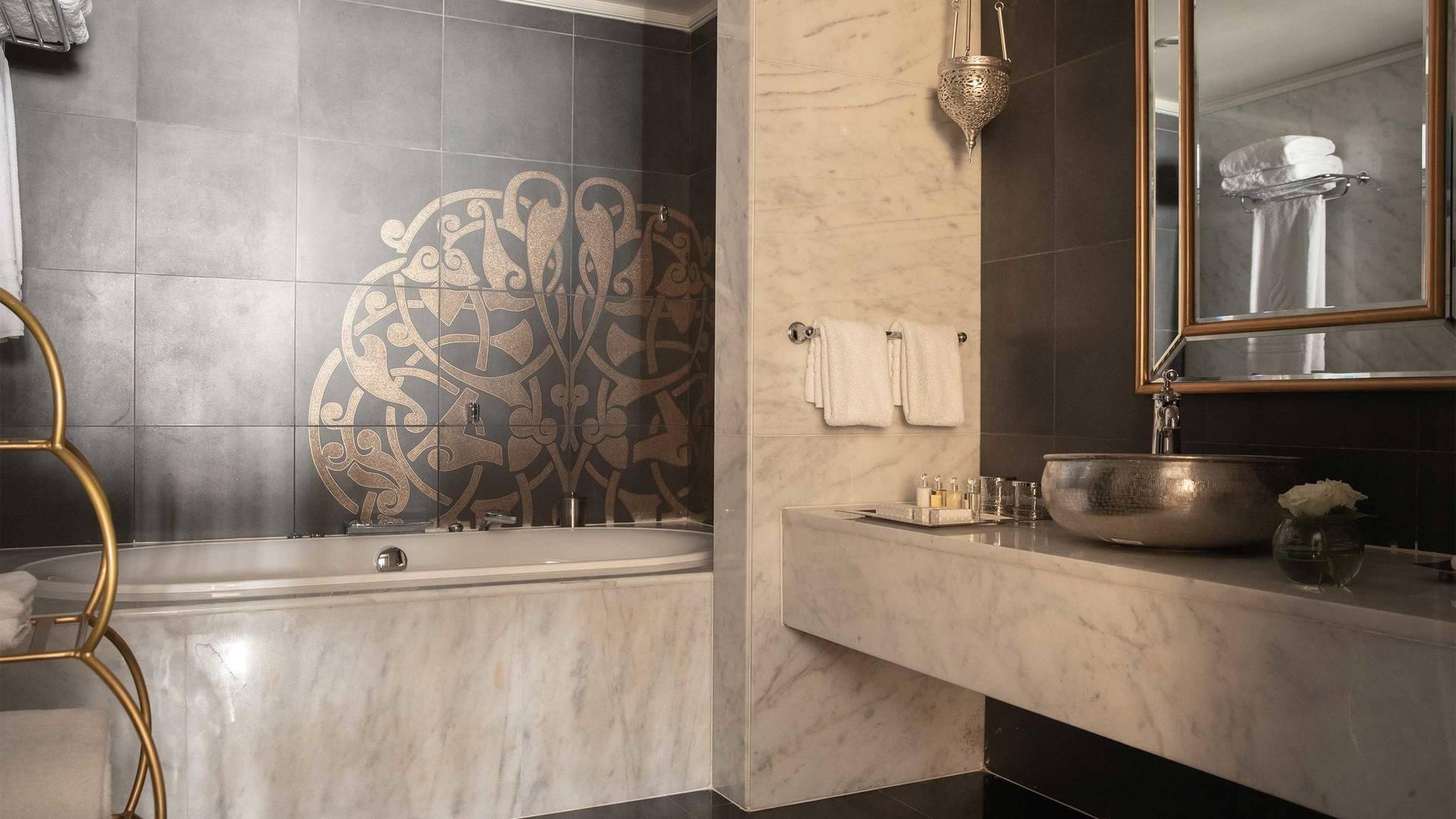 16-9_Jumeirah-Zabeel-Saray---Two-Bedroom-Twin-Room-Bathroom