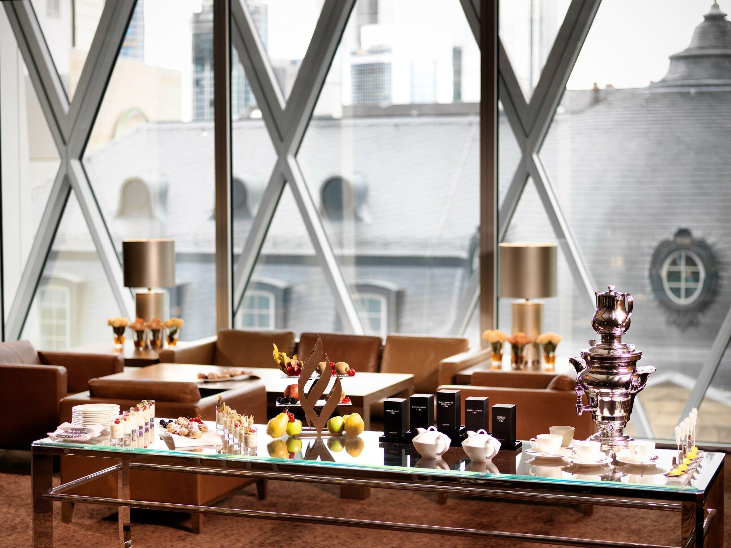 https://cdn.jumeirah.com/-/mediadh/DH/Hospitality/Jumeirah/Hotels/Frankfurt/Jumeirah-Frankfurt/Others/Medium_resolution_150dpi-Jumeirah-Frankfurt-Pre-Function-Area-Coffee-Break_square.jpg?h=1771&w=2361&hash=3E7171DD8AA98A853DE30FF43B84977C