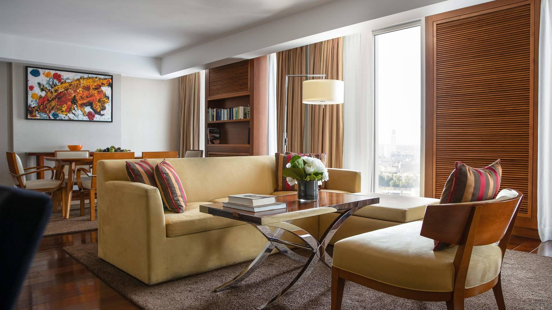Jumeirah Frankfurt Senator suite livingroom 1_16-9