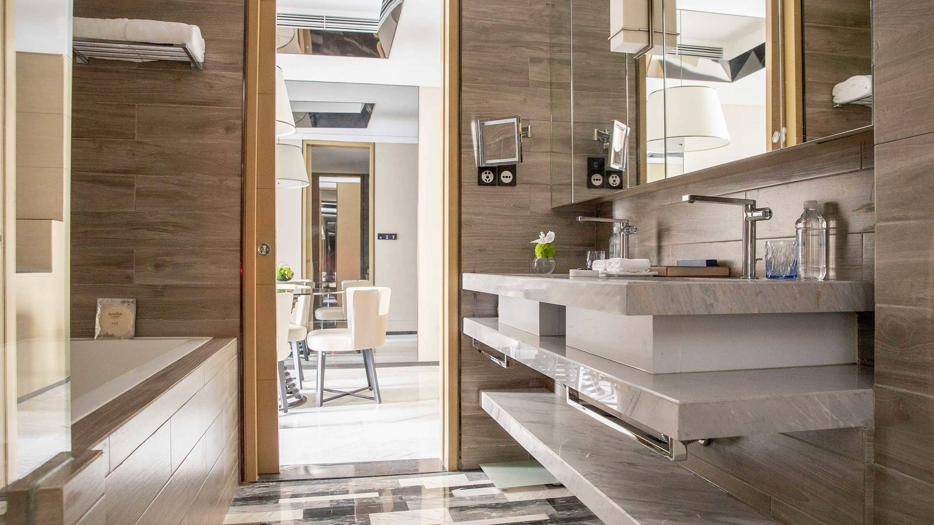16-9 JUMEIRAH LIVING GUANGZHOU Contemporary 1 bed room suite bath room
