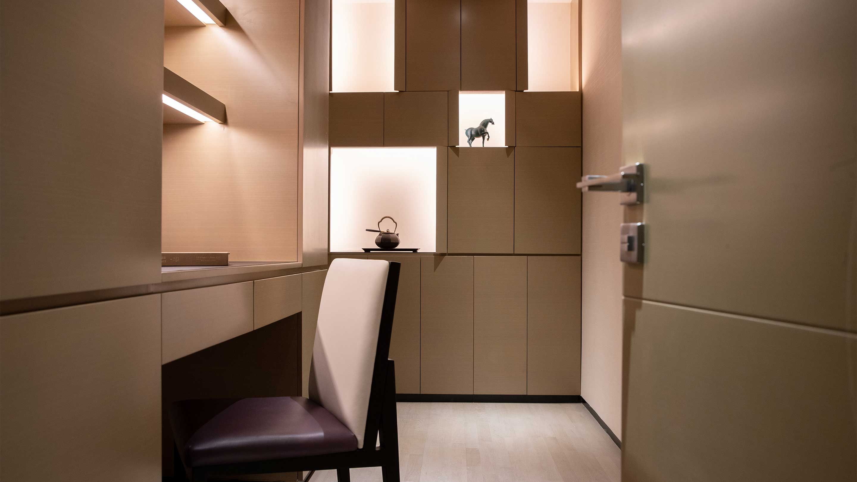 16-9 JUMEIRAH LIVING GUANGZHOU Contemporary 1 bed room suite study room