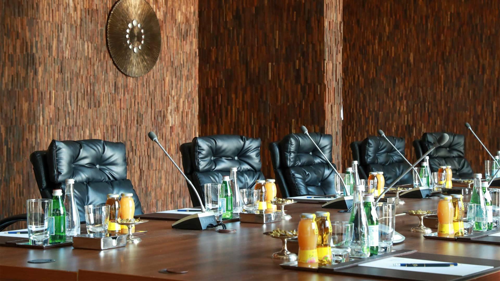 https://cdn.jumeirah.com/-/mediadh/DH/Hospitality/Jumeirah/Hotels/Kuwait/Jumeirah-Messilah-Beach-Hotel-and-Spa/Meeting-Rooms/Al-Sadu/169AlSaduright-close-MeetingRoomJumeirahMessilahBeachHotelSpa4_landscape.jpg?h=1080&w=1920&hash=28856C799264E763EEAA77FDEE69F7CA