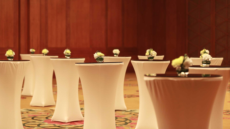 https://cdn.jumeirah.com/-/mediadh/DH/Hospitality/Jumeirah/Hotels/Kuwait/Jumeirah-Messilah-Beach-Hotel-and-Spa/Meeting-Rooms/Badriah-Ballroom/169BadriahBallroomclose-up-JumeirahMessilahBeachHotelSpa5_landscape.jpg?h=1620&w=2880&hash=B757BCAC25B7E130146B623443A2194D