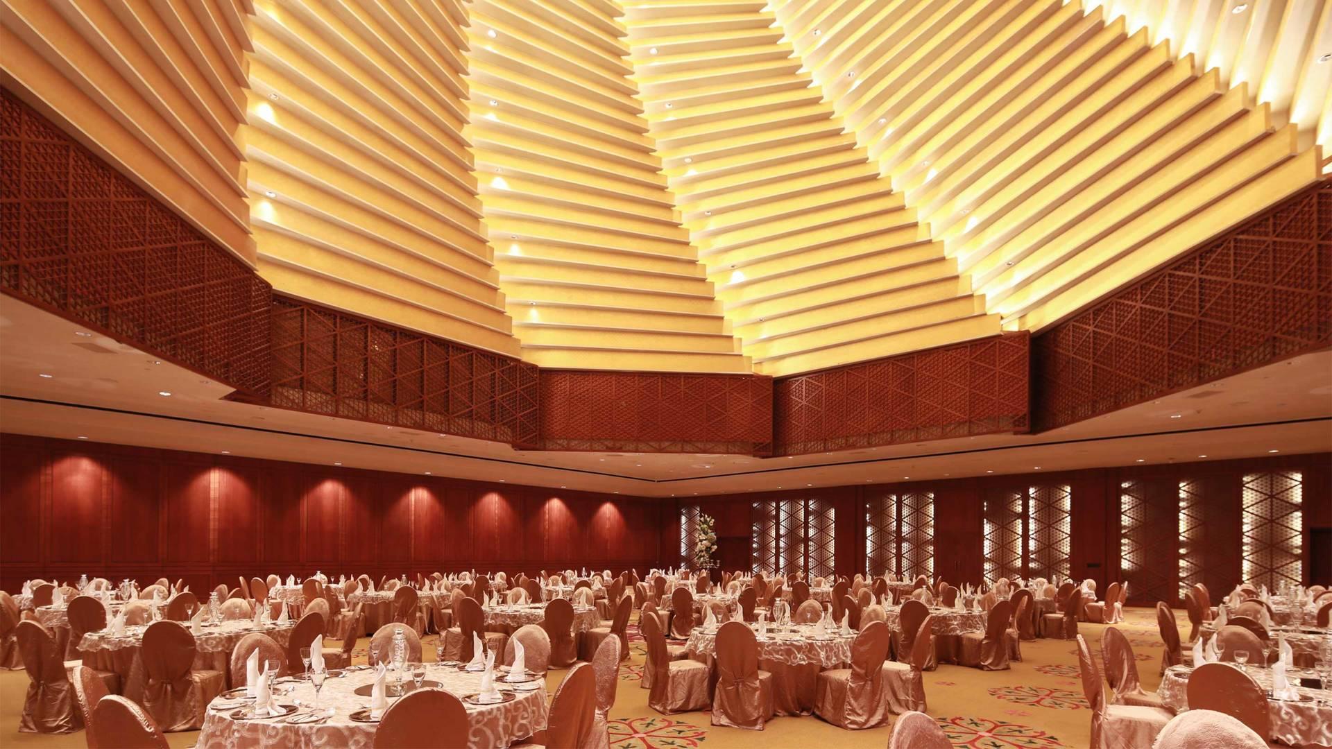 https://cdn.jumeirah.com/-/mediadh/DH/Hospitality/Jumeirah/Hotels/Kuwait/Jumeirah-Messilah-Beach-Hotel-and-Spa/Meeting-Rooms/Badriah-Ballroom/169BadriahBallroominterior-whloe-JumeirahMessilahBeachHotelSpa_landscape.jpg?h=1080&w=1920&hash=03C992291CF6976049F1702C1E977024