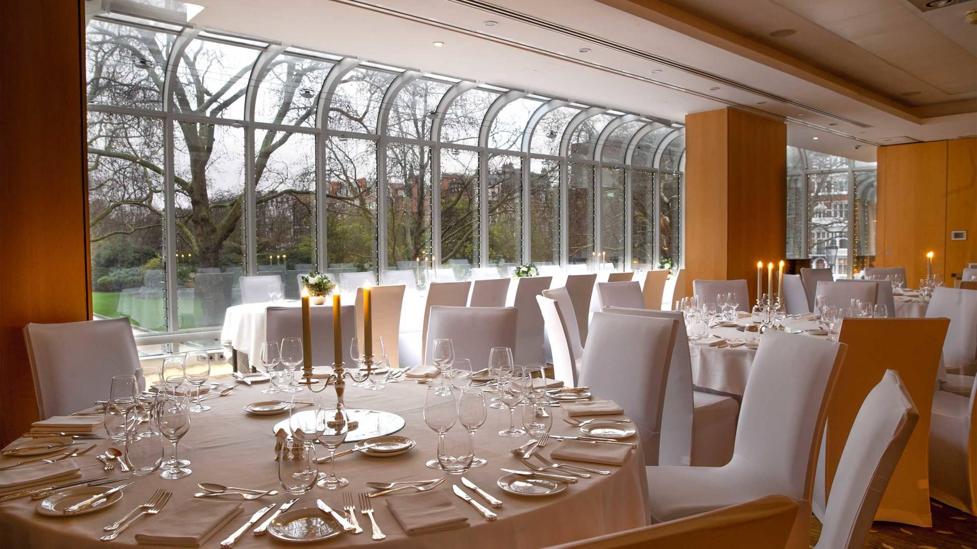 https://cdn.jumeirah.com/-/mediadh/DH/Hospitality/Jumeirah/Hotels/London/Jumeirah-Carlton-Tower/Meeting-Rooms/16-9_Jumeirah-Carlton-Tower-glasses-Garden-Rooms-dinner-2_landscape.jpg?h=1080&w=1920&hash=6E9F30373564AD215DFEB50274E48464