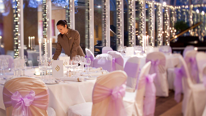 https://cdn.jumeirah.com/-/mediadh/DH/Hospitality/Jumeirah/Hotels/London/Jumeirah-Carlton-Tower/Meeting-Rooms/16-9_Jumeirah-Carlton-Tower-waitress-Dinner-in-the-Garden-Rooms_landscape.jpg?h=1620&w=2880&hash=71226E00305B7C80FB9BF69F4127A856