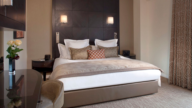 King bedroom at Jumeriah Carlton Tower