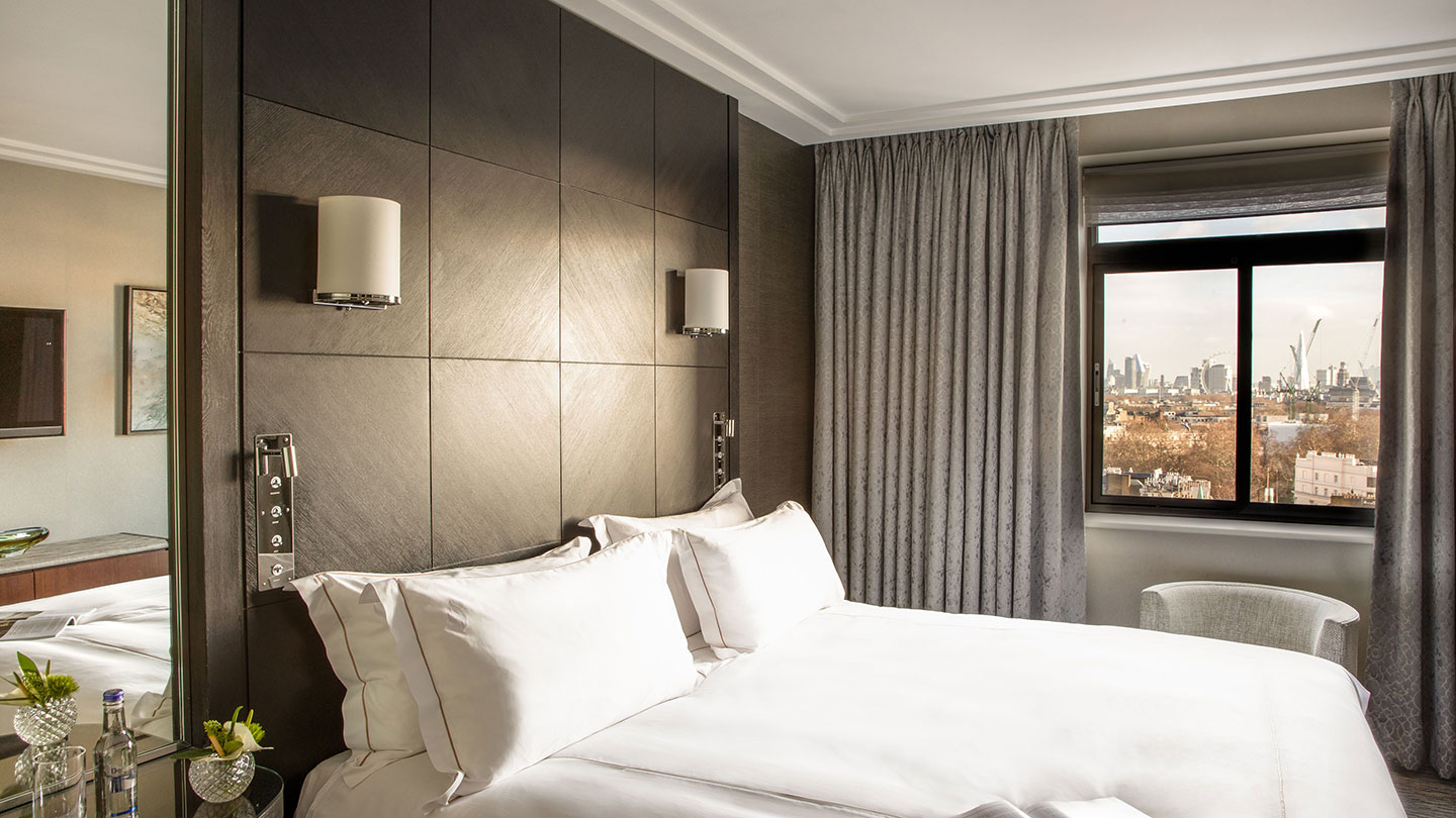 Bedroom with views of city at Jumeirah Carlton Tower