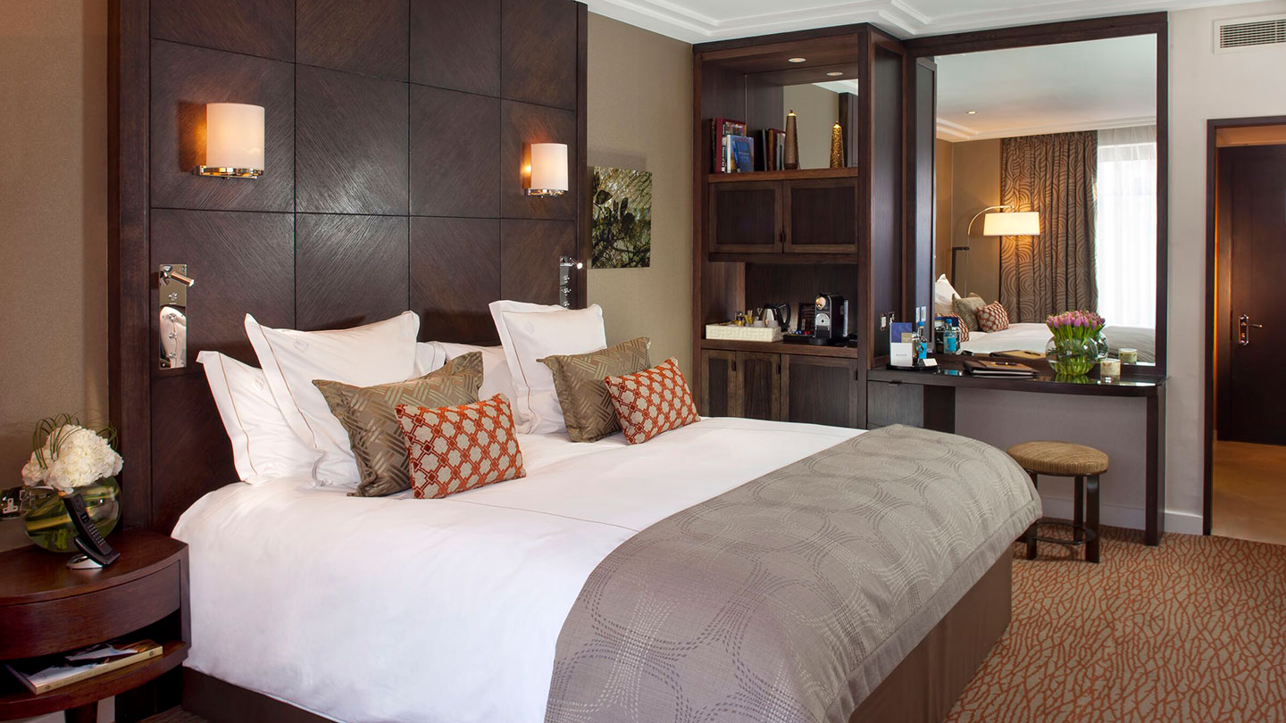 King bed room at Jumeirah Carlton Tower