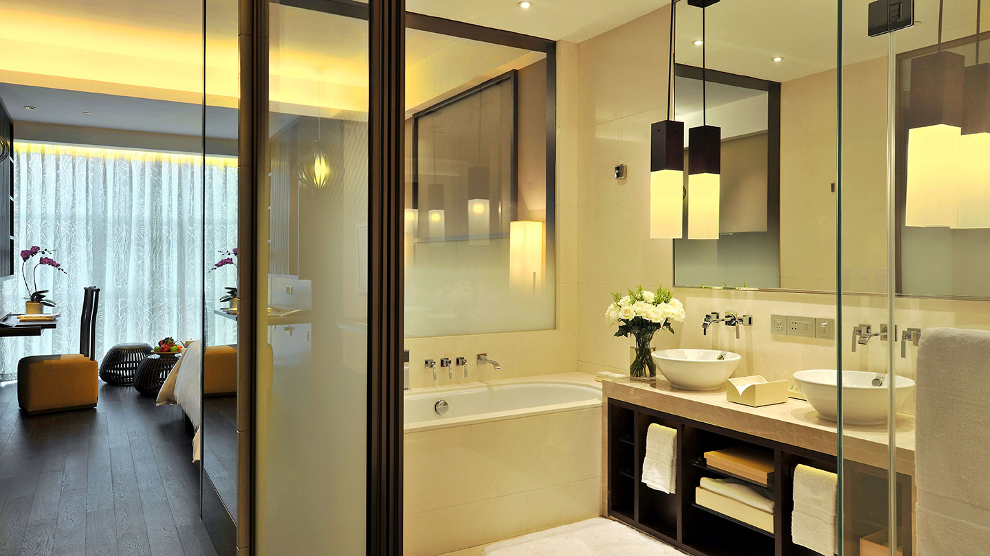 Luxury bathroom and suite room of Jumeirah Himalayas Hotel