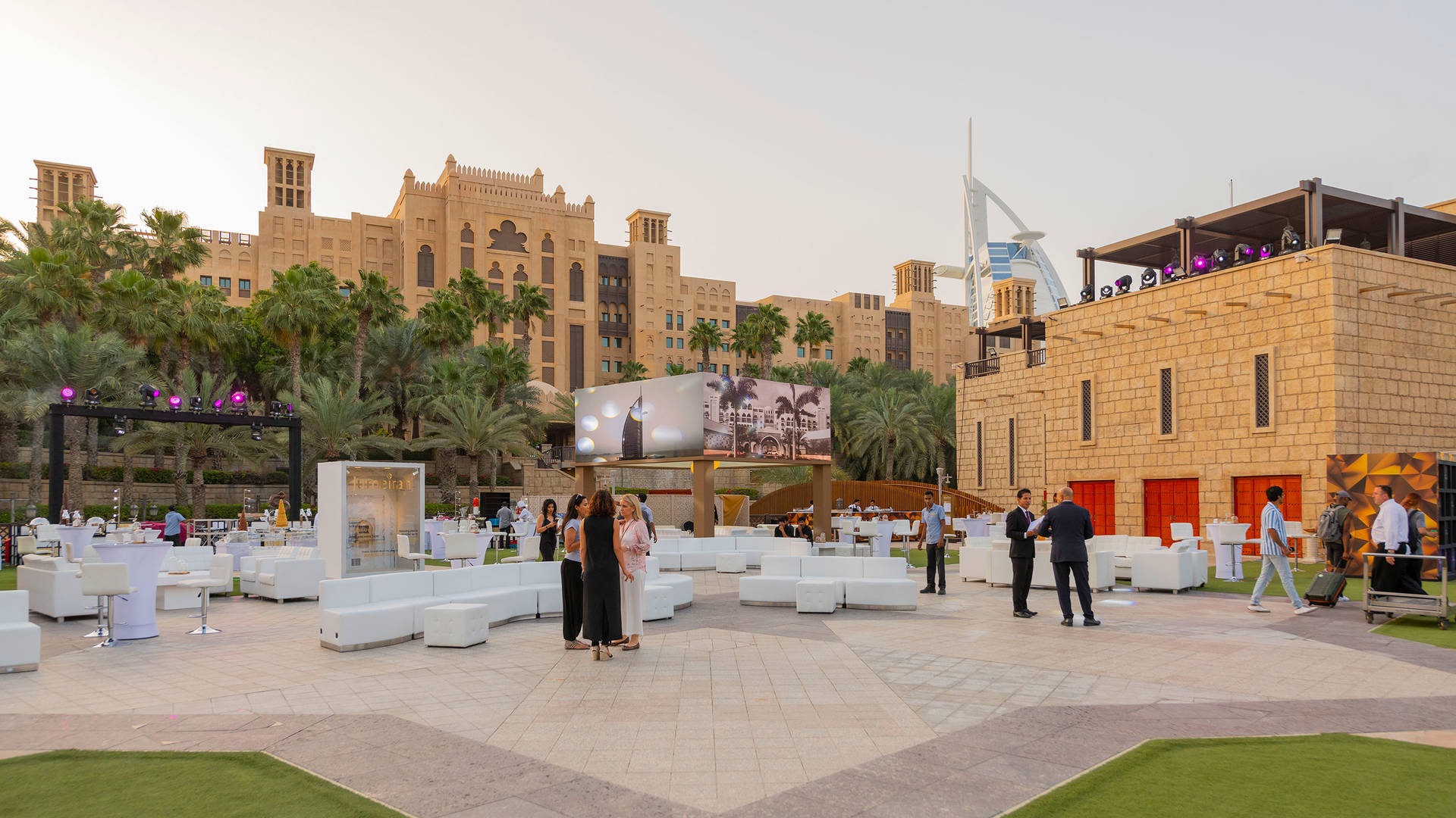 https://cdn.jumeirah.com/-/mediadh/DH/Hospitality/Jumeirah/Occasion/Dubai/Burj-Al-Arab/Al-Naseem-Al-Qasr-Dar-Al-Masyaf-A-Salam/Venues/Fort-Island/Fort-Island-Madinat-Jumeirah-Event-11_16-9.jpg?h=1080&w=1920&hash=E373C5B7BD877A7EF2A7E89838D3AF46