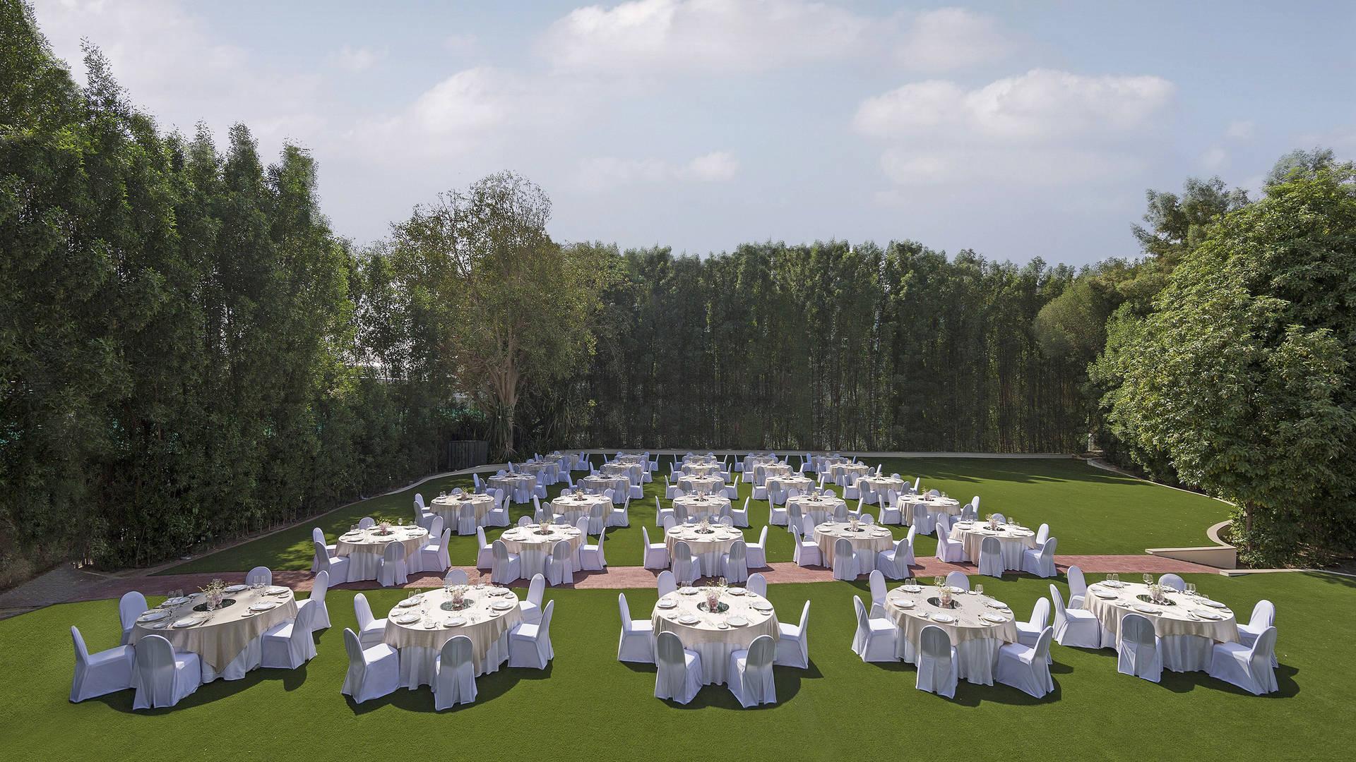 https://cdn.jumeirah.com/-/mediadh/DH/Hospitality/Jumeirah/Occasion/Dubai/Creekside-Hotel/Creekside-Hotel-Gardens/Jumeirah-Creekside-Hotel-The-Gardens-Dinner-Set-Up16-9.jpg?h=1080&w=1920&hash=2E1B68098552028E735BA8FAFBEA712F