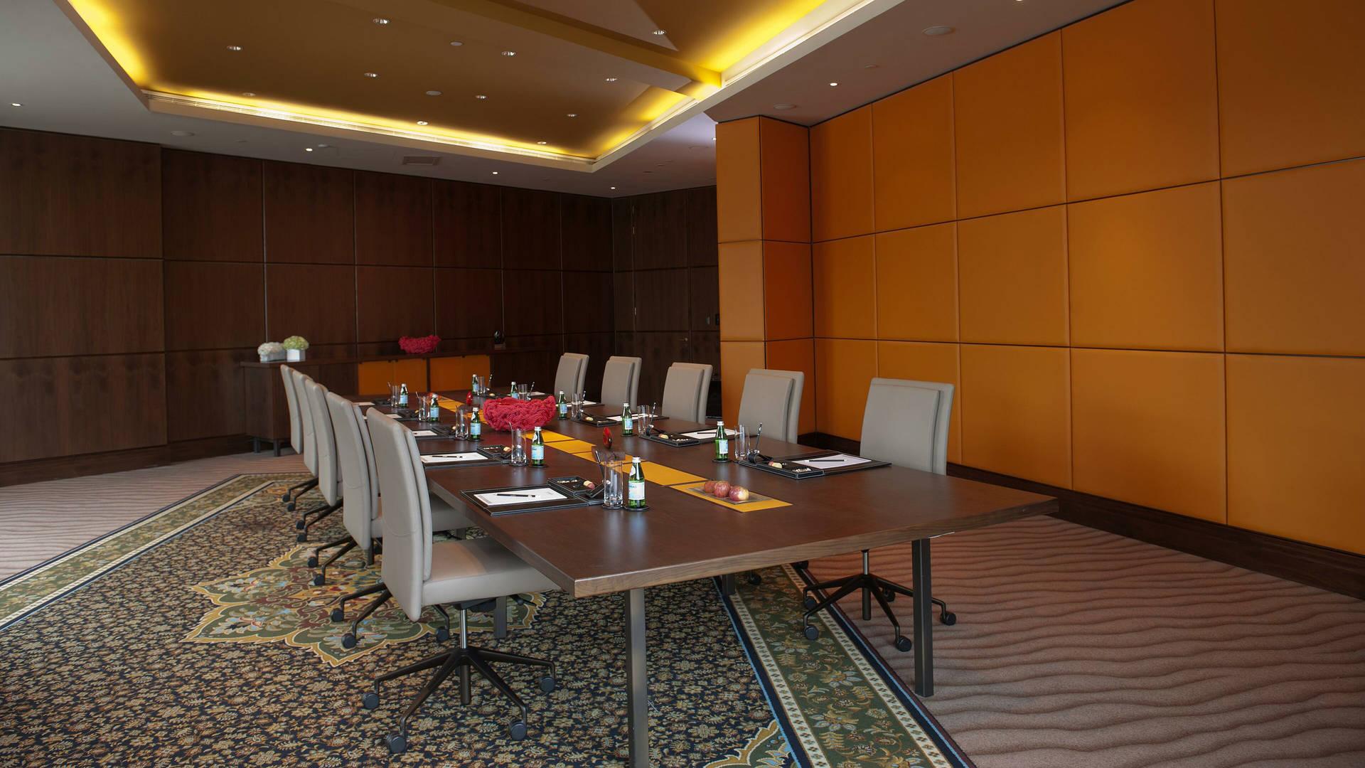 https://cdn.jumeirah.com/-/mediadh/DH/Hospitality/Jumeirah/Occasion/Dubai/Creekside-Hotel/Creekside-Hotel-Meeting-rooms/Jumeirah-Creekside-Hotel-Meeting-Room-16-9.jpg?h=1080&w=1920&hash=19E7FEBEFD729963F0266D163FC1C3F6
