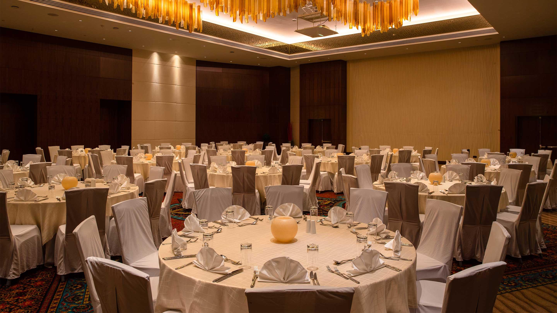 https://cdn.jumeirah.com/-/mediadh/DH/Hospitality/Jumeirah/Occasion/Dubai/Creekside-Wedding/16-9_Jumeirah-Creekside-Hotel-Day-and-Night-Ballroom.jpg?h=1620&w=2880&hash=6868A61264A6BA7574DA1F60E5AA4A7B
