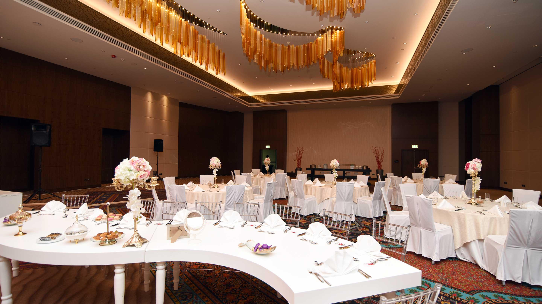 https://cdn.jumeirah.com/-/mediadh/DH/Hospitality/Jumeirah/Occasion/Dubai/Creekside-Wedding/16-9_Jumeirah-Creekside-Hotel-Day-and-Nigt-Ballroom-Event.jpg?h=1620&w=2880&hash=3FBCD27AB5B9541F1EADF5BD840EFC16