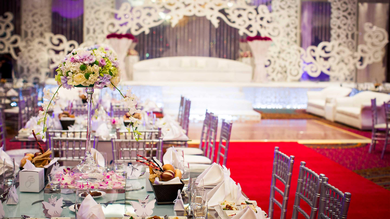 https://cdn.jumeirah.com/-/mediadh/DH/Hospitality/Jumeirah/Occasion/Dubai/Creekside-Wedding/16-9_Jumeirah-Creekside-Hotel-Weddings-Ballroom-setup.jpg?h=1620&w=2880&hash=C086E43C0A70F7C3797288239C81E0CC