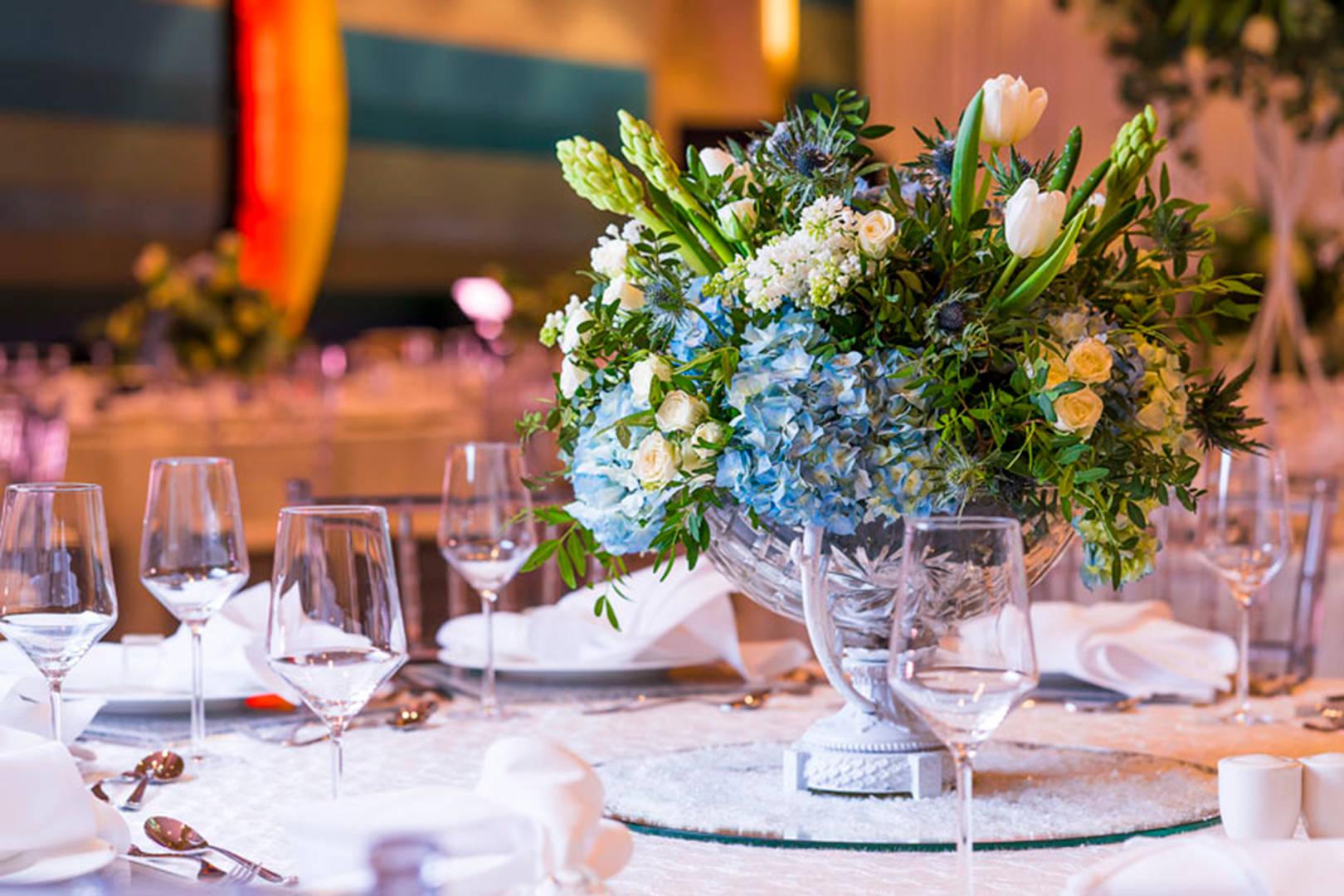 https://cdn.jumeirah.com/-/mediadh/DH/Hospitality/Jumeirah/Occasion/Dubai/Jumeirah-Beach-Hotel/Safinah-Ballroom/JumeirahBeachHotelSafinahBallroomWedding164.jpg?h=1080&w=1620&hash=AE801471CD3841944E92F21CA0B0C436