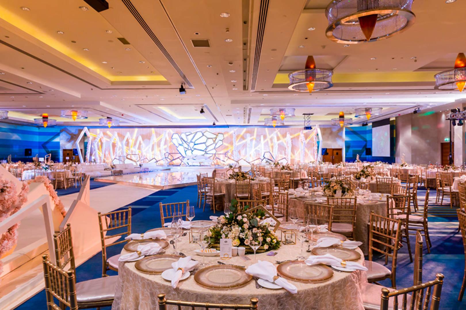 https://cdn.jumeirah.com/-/mediadh/DH/Hospitality/Jumeirah/Occasion/Dubai/Jumeirah-Beach-Hotel/Safinah-Ballroom/JumeirahBeachHotelSafinahBallroomWedding2364.jpg?h=1080&w=1620&hash=89C316245AC190ADF9054EDB57A0A8F0