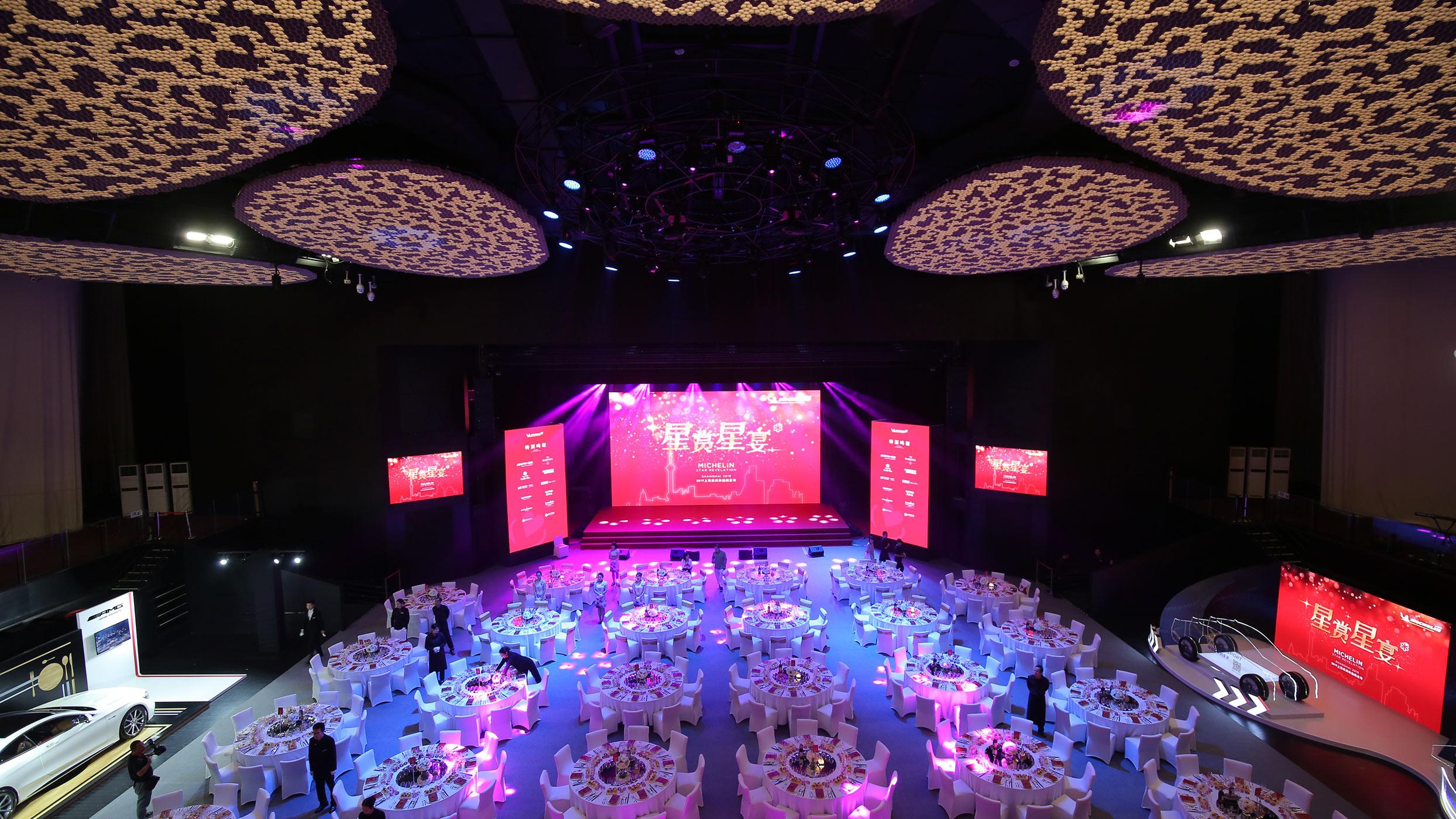 https://cdn.jumeirah.com/-/mediadh/DH/Hospitality/Jumeirah/Occasion/Shanghai/Daguan-Theatre/DaGuan-Theatre_Jumeirah-Himalayas-Hotel-Shanghai-1_16-9.jpg?h=1400&w=2488&hash=23F4A374A7C04D702441489514F8B8B4