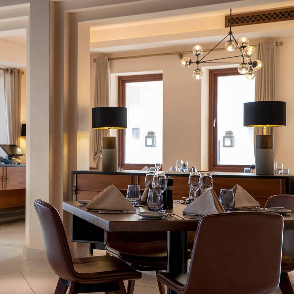 https://cdn.jumeirah.com/-/mediadh/DH/Hospitality/Jumeirah/Restaurants/Abu-Dhabi/Al-Wathba-Terra-Secca/Restaurant-Gallery/High_resolution_300dpi-Jumeirah-Al-Wathba_-Restaurant_Terra-Secca-5_1-1.jpg?h=960&w=960&hash=744F13CD514B8D22C7EC02EE26BC2E2D