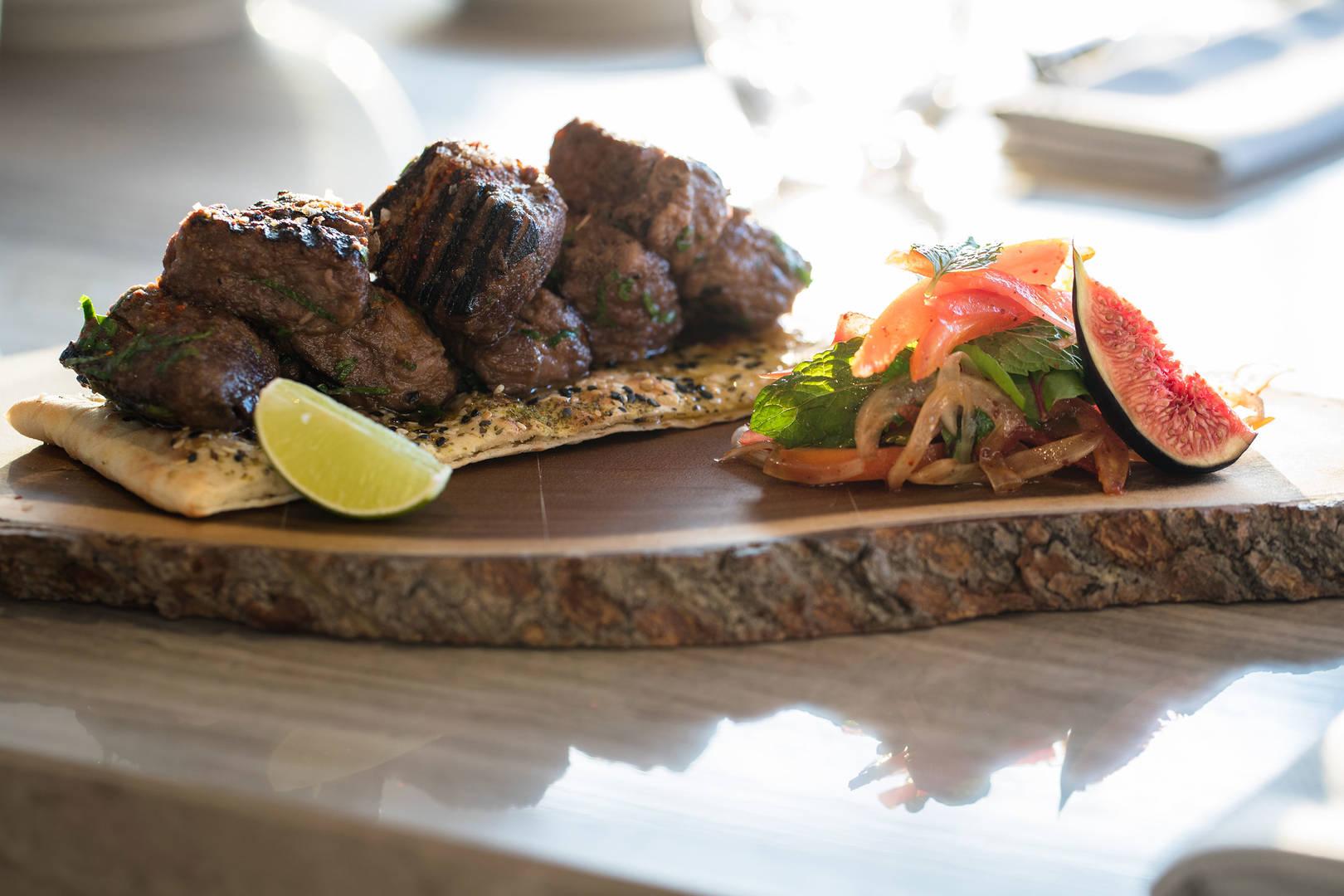 https://cdn.jumeirah.com/-/mediadh/DH/Hospitality/Jumeirah/Restaurants/Abu-Dhabi/Saadiyat-Island-Resort-Tean/Restaurant-Gallery/JumeirahatSaadiyatIslandResortTeanFood164.jpg?h=1080&w=1620&hash=E4AD075DE1A8A5B54A6480D0F3E22DE0
