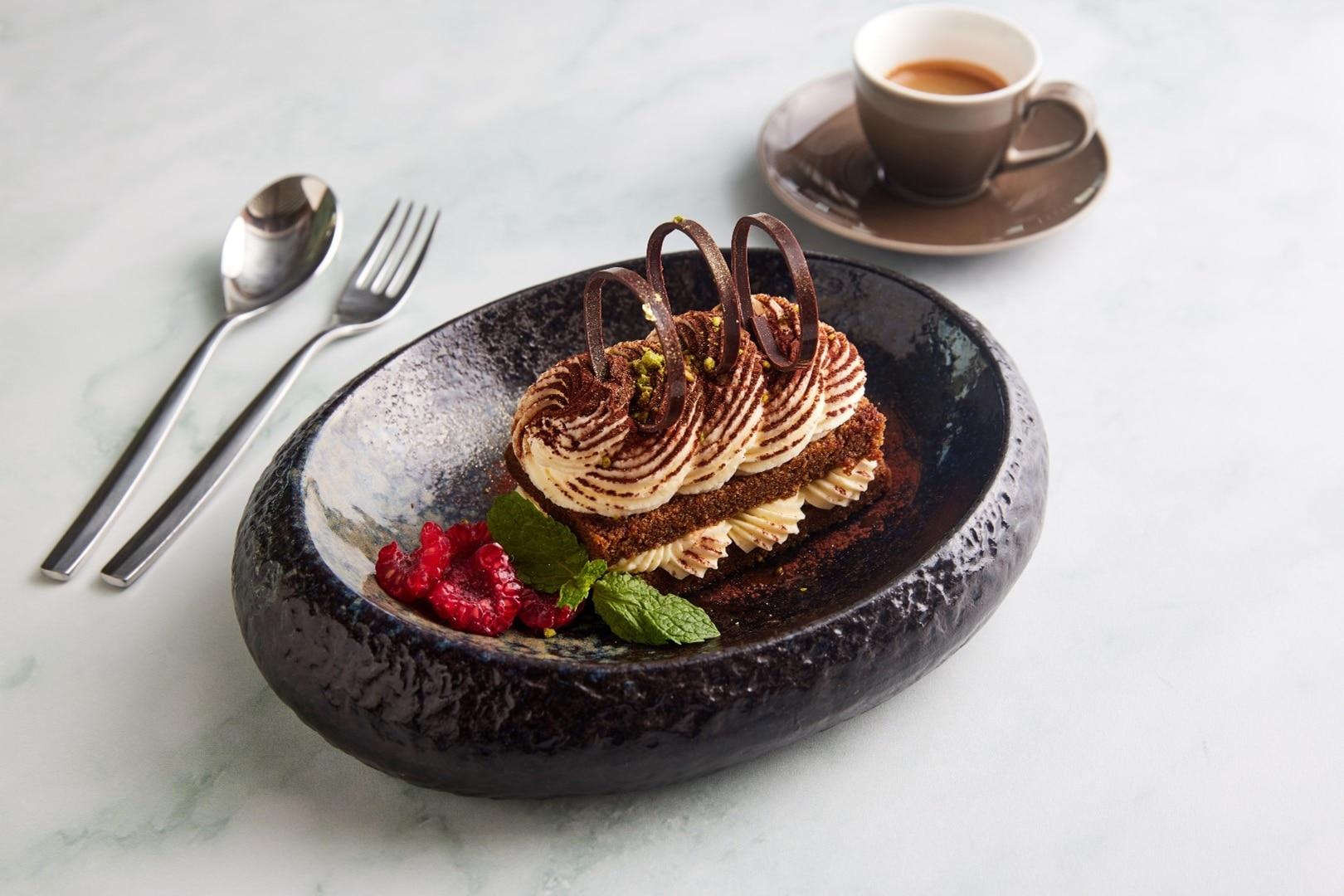 https://cdn.jumeirah.com/-/mediadh/DH/Hospitality/Jumeirah/Restaurants/Dubai/Al-Qasr-Pierchic/Restaurant-Gallery/Pierchic-Interior-3_6-4.jpg?h=1080&w=1620&hash=015A0771D1A498B989EA6E5DBDC69E37