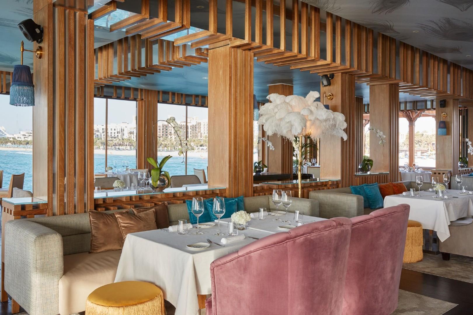 https://cdn.jumeirah.com/-/mediadh/DH/Hospitality/Jumeirah/Restaurants/Dubai/Al-Qasr-Pierchic/Restaurant-Gallery/Pierchic-Interior-5_6-4.jpg?h=1080&w=1620&hash=F8BDC2CB9E39BF491B3394655E515132