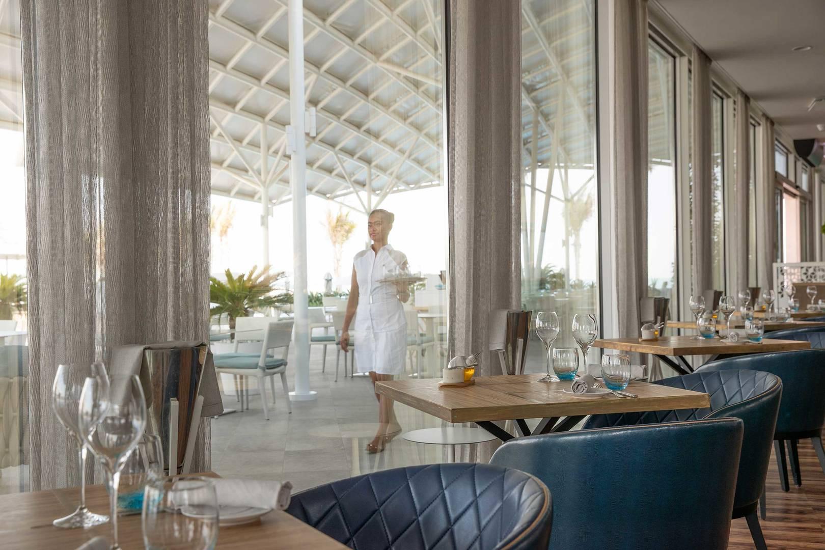 https://cdn.jumeirah.com/-/mediadh/DH/Hospitality/Jumeirah/Restaurants/Dubai/Buj-Al-Arab-Scape-restaurant-and-lounge/Restaurant-Gallery/Burj-Al-Arab-Scape-Window-Seat_6-4.jpg?h=1080&w=1620&hash=94AF2A1264DD7D7827175AE9A77FAE6C