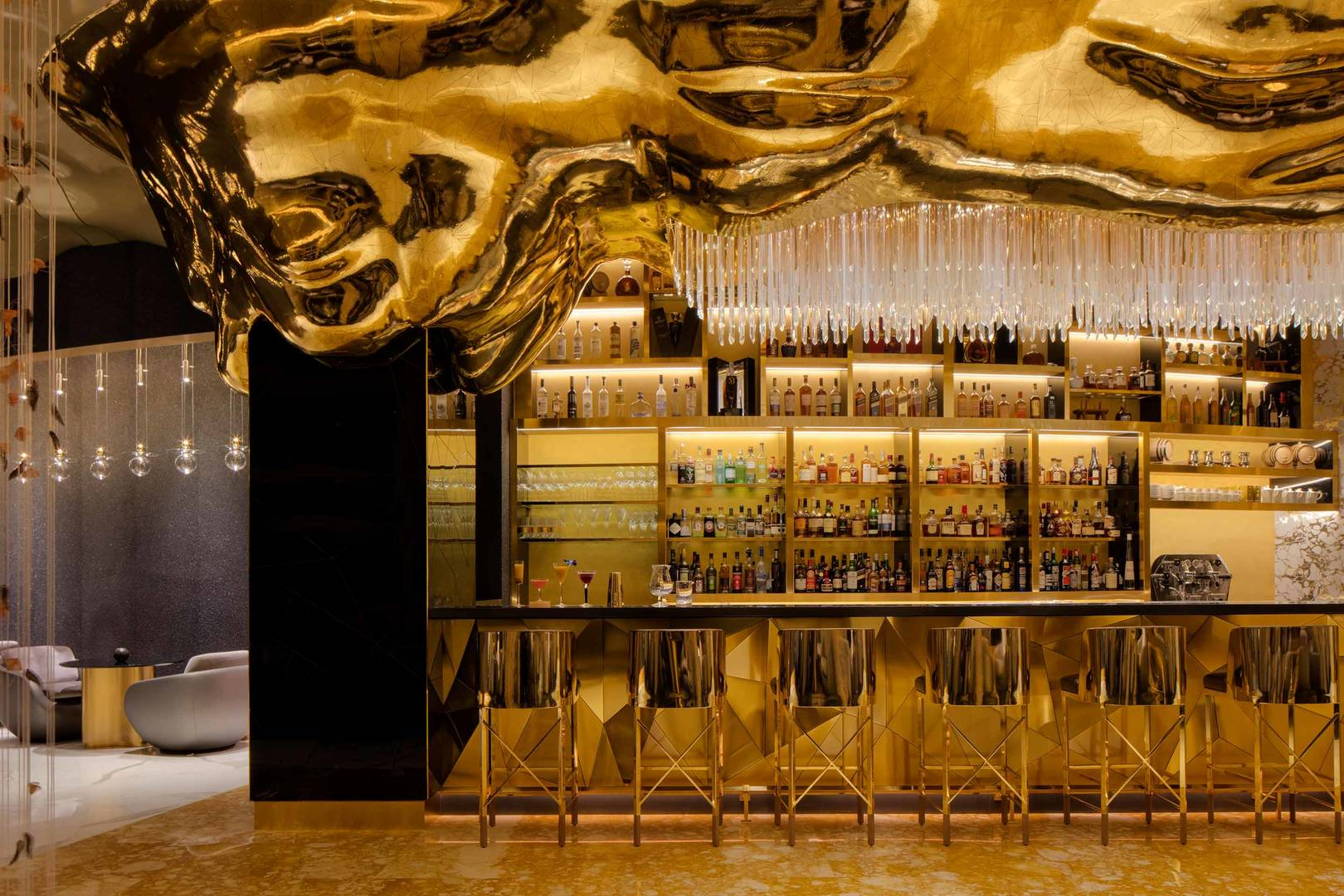 https://cdn.jumeirah.com/-/mediadh/DH/Hospitality/Jumeirah/Restaurants/Dubai/Burj-Al-Arab-Gold-on-27/Restaurant-Gallery/Burj-Al-Arab-Gold-On-27_6-4.jpg?h=1080&w=1620&hash=D9A2B542C5A1CB54835A5EB0AFAD87EF