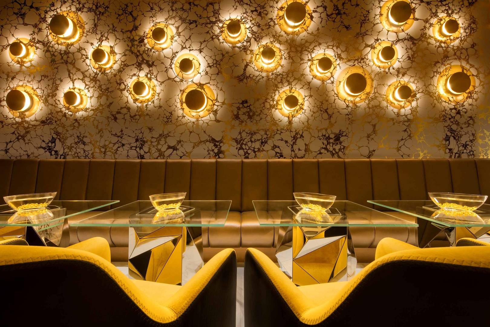 https://cdn.jumeirah.com/-/mediadh/DH/Hospitality/Jumeirah/Restaurants/Dubai/Burj-Al-Arab-Gold-on-27/Restaurant-Gallery/Burj-Al-Arab-Jumeirah-Gold-On-27-Interior_6-4.jpg?h=1080&w=1620&hash=FBB1321365BA4700835145C2B4401A5F