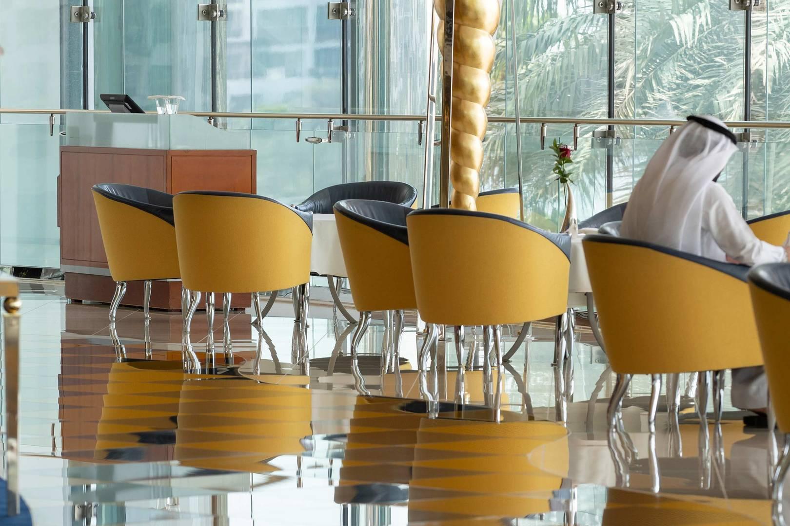 https://cdn.jumeirah.com/-/mediadh/DH/Hospitality/Jumeirah/Restaurants/Dubai/Burj-Al-Arab-Sahn-Eddar/Restaurant-Gallery/Burj-Al-Arab-Sahn-Eddar-2_6-4.jpg?h=1080&w=1620&hash=8FEEDF38F6C6547139FDC37C06E4457B