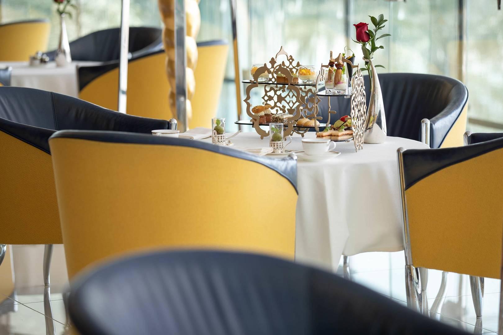 https://cdn.jumeirah.com/-/mediadh/DH/Hospitality/Jumeirah/Restaurants/Dubai/Burj-Al-Arab-Sahn-Eddar/Restaurant-Gallery/Burj-Al-Arab-Sahn-Eddar-Afternoon-Tea-3_6-4.jpg?h=1080&w=1620&hash=710A41C0C0C65B6C6C7E84CE85A397C1