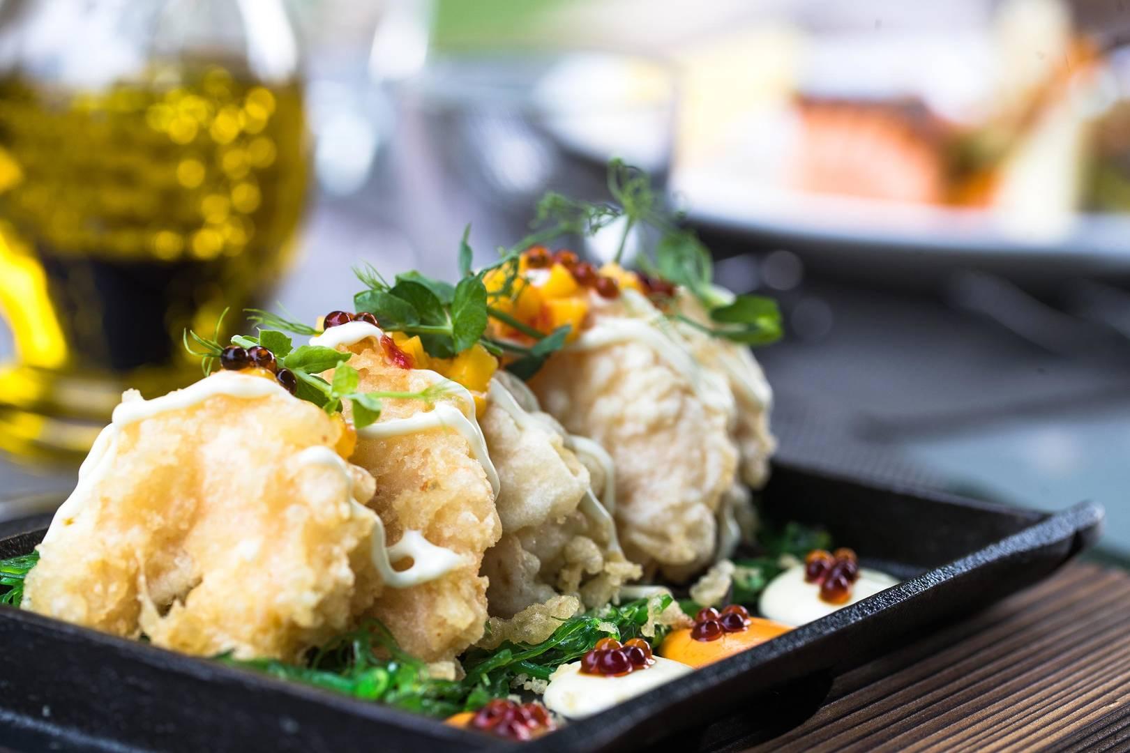 https://cdn.jumeirah.com/-/mediadh/DH/Hospitality/Jumeirah/Restaurants/Dubai/Creekside-Hotel-Nomad/Restaurant-Gallery/JumeirahCreeksideHotelNomad464.jpg?h=1080&w=1620&hash=DBB16E2D6D91D3AF572FD9828A712496