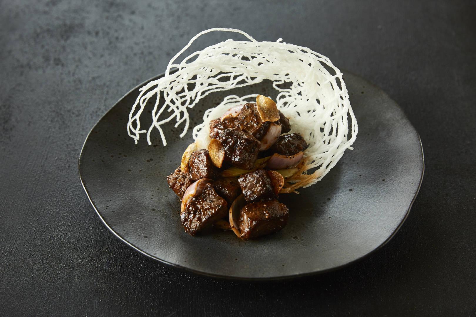 https://cdn.jumeirah.com/-/mediadh/DH/Hospitality/Jumeirah/Restaurants/Dubai/Mina-A-Salam-Zheng-Hes/Restaurant-Gallery/Jumeirah-Mina-ASalam--Zheng-Hes--Black-Pepper-Beef--Landscape.jpg?h=1080&w=1620&hash=696567F7F99D70A469422D27DCE254B9