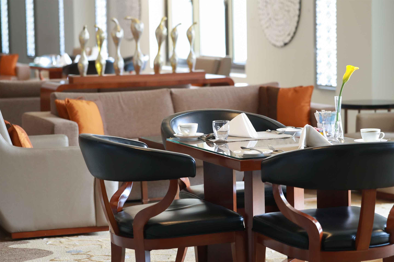 https://cdn.jumeirah.com/-/mediadh/DH/Hospitality/Jumeirah/Restaurants/Dubai/Zabeel-Saray-Club-Lounge/Restaurant-Gallery/GalleryClubExecutiveJumeirahMessilahBeachHotelSpa2.jpg?h=1920&w=2880&hash=E8FCC3FA98FA089E5A7E1E2744258576