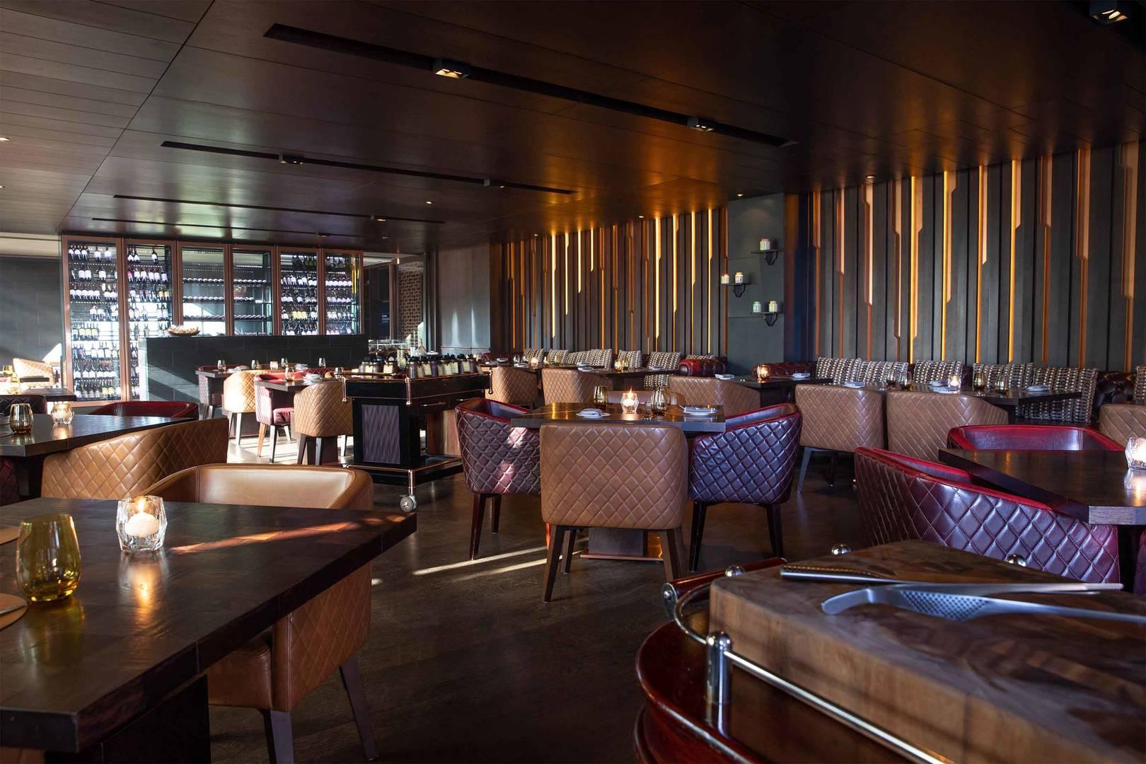 https://cdn.jumeirah.com/-/mediadh/DH/Hospitality/Jumeirah/Restaurants/Dubai/Zabeel-Saray-The-Rib-Room/Restaurant-Gallery/6-4_Jumeirah-Zabeel-Saray-Restaurants-The-Rib-Room-Interior-01.jpg?h=1080&w=1620&hash=9B32A1369AA9A4CB5407D1F1FAC830F6
