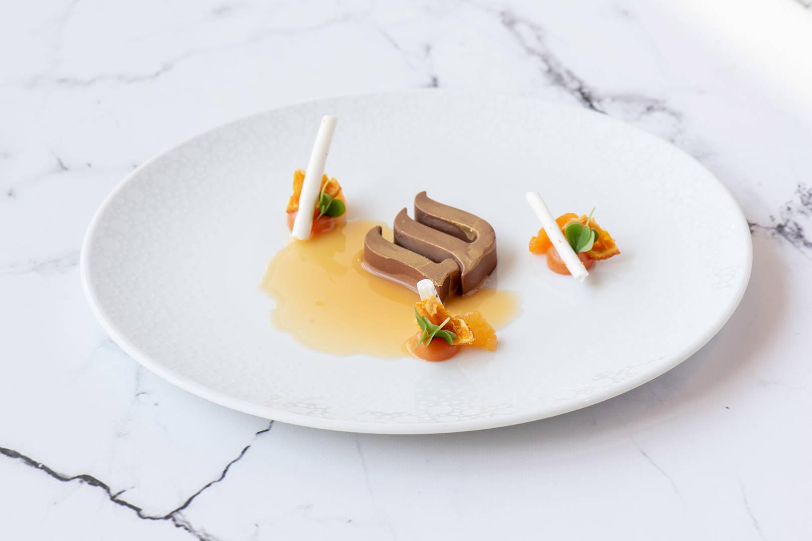https://cdn.jumeirah.com/-/mediadh/DH/Hospitality/Jumeirah/Restaurants/Frankfurt/Frankfurt-Max-On-One-Grill-Room/Restaurant-Gallery/Jumeirah-Frankfurt-Beacon-Dessert-3_6-4.jpg?h=1080&w=1620&hash=D9D0EE20FE97A41054342BB148C037AA