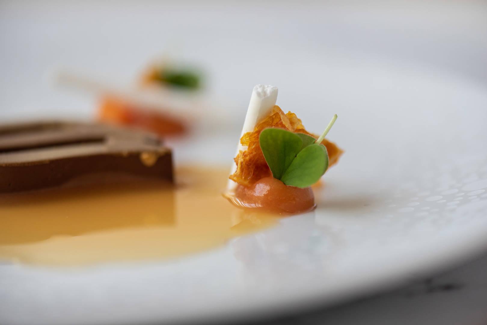 https://cdn.jumeirah.com/-/mediadh/DH/Hospitality/Jumeirah/Restaurants/Frankfurt/Frankfurt-Max-On-One-Grill-Room/Restaurant-Gallery/Jumeirah-Frankfurt-Beacon-Dessert-5_6-4.jpg?h=1080&w=1620&hash=B6A7EC8A4FC0559D2E62C0305F84A1E9