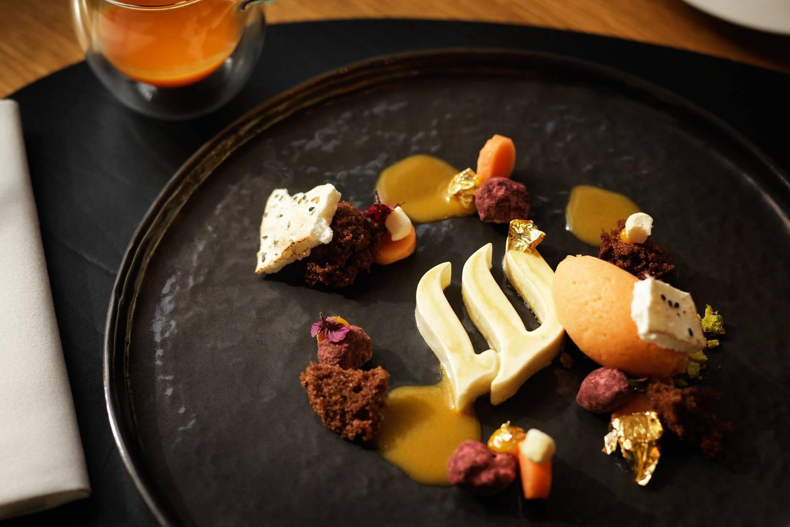 https://cdn.jumeirah.com/-/mediadh/DH/Hospitality/Jumeirah/Restaurants/Frankfurt/Frankfurt-Max-On-One-Grill-Room/Restaurant-Gallery/Jumeirah-Frankfurt-Food-Shots-Dessert-2_6-4.jpg?h=1080&w=1620&hash=A26DAFB1D2BA5B9AFB35B15588C94D23
