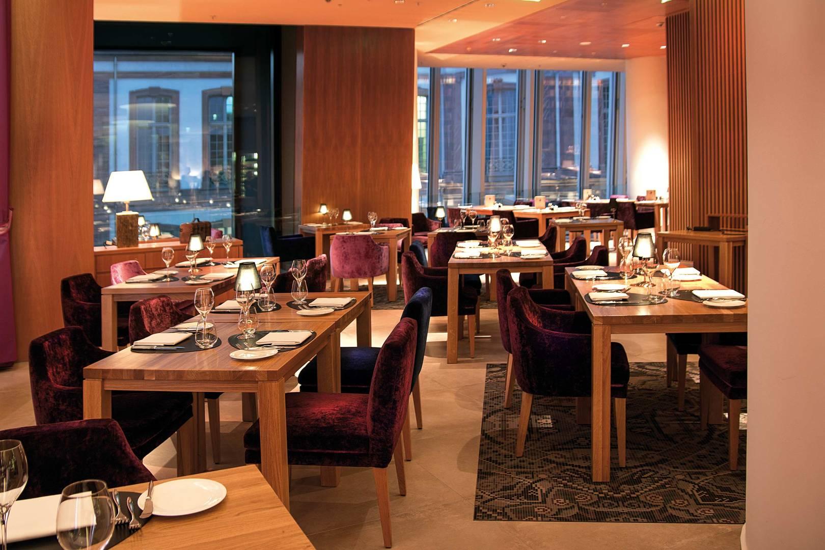 https://cdn.jumeirah.com/-/mediadh/DH/Hospitality/Jumeirah/Restaurants/Frankfurt/Frankfurt-Max-On-One-Grill-Room/Restaurant-Gallery/Jumeirah-Frankfurt-Max-on-One-Grillroom-4_6-4.jpg?h=1080&w=1620&hash=0D5B5CC70D1D1C74FEF2D793A31123B0