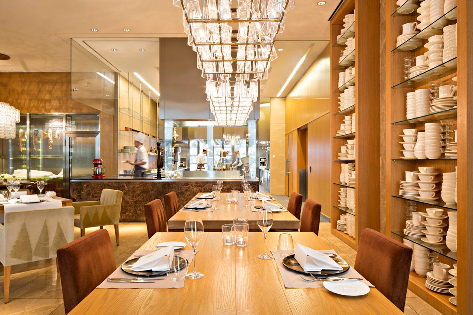 https://cdn.jumeirah.com/-/mediadh/DH/Hospitality/Jumeirah/Restaurants/Frankfurt/Frankfurt-Max-On-One-Grill-Room/Restaurant-Gallery/Jumeirah-Frankfurt-Max-on-One_6-4.jpg?h=1080&w=1620&hash=D2431E9BDF171F08191FA7C4D9D1D475
