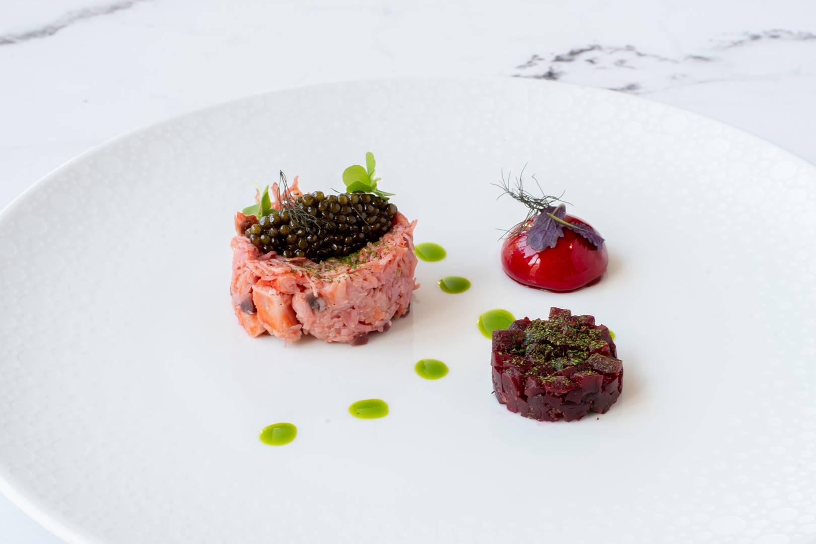 https://cdn.jumeirah.com/-/mediadh/DH/Hospitality/Jumeirah/Restaurants/Frankfurt/Frankfurt-Max-On-One-Grill-Room/Restaurant-Gallery/Jumeirah-Frankfurt-Starter-6-4.jpg?h=1080&w=1620&hash=433EB55EF70D0729A7EFB1896D8FA55E