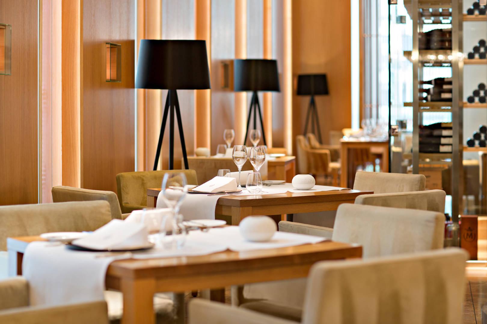 https://cdn.jumeirah.com/-/mediadh/DH/Hospitality/Jumeirah/Restaurants/Frankfurt/Frankfurt-Max-On-One-Grill-Room/Restaurant-Gallery/JumeirahFrankfurtMaxonOne464.jpg?h=1080&w=1620&hash=C53FA9AADDCF82C4E8B7F17CCEAB06FD